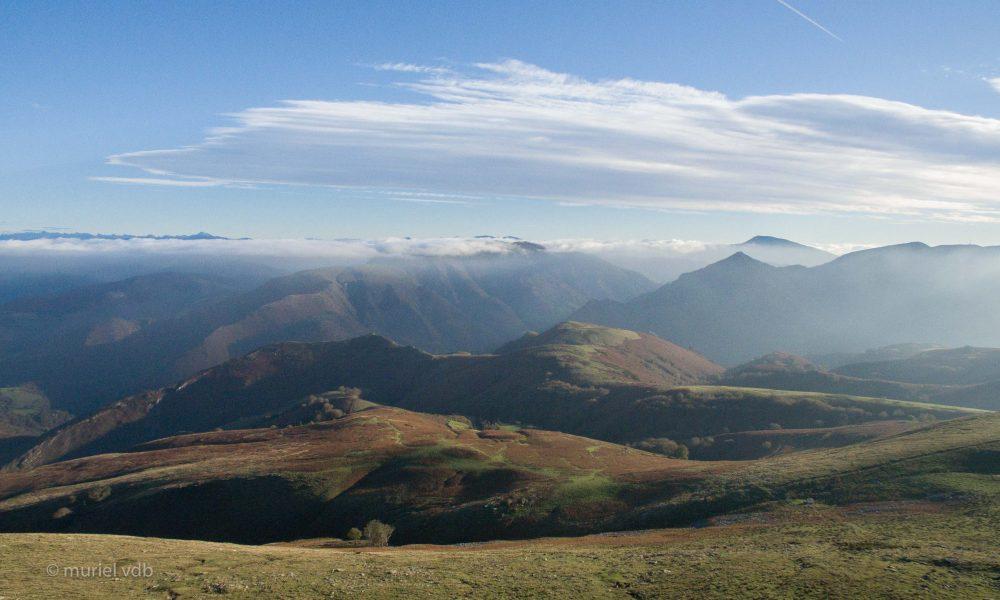 Pyrénées atlantiques depuis Artza Mendi, côte basque française.